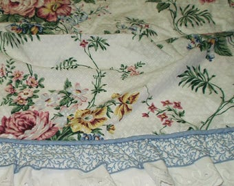 Vintage Cottage Chic Swag Valance Floral With Ruffles and Eyelet Lace Pink Roses One Only 86 X 18 517
