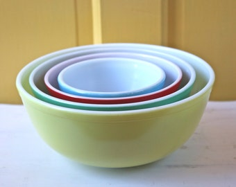 Pyrex Primary Colors Mixing/Nesting Bowls ~ Set of Four