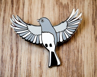 Dark-Eyed Junco hard enamel pin, cute accessory for bird & animal lovers, pin collectors, animal pins, bird pins