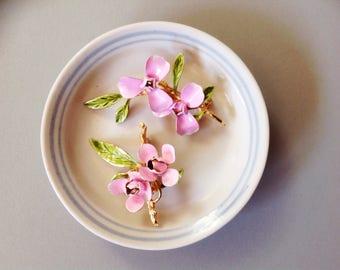 Vintage enamel flower pin, enamel flower brooch, enamel flower pin, pink flower pins
