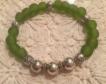 Greenery 2017 Stretch Recycled Glass with Silver beads Bracelet