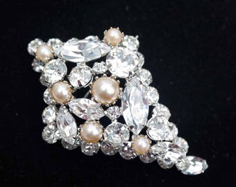 Exceptional High Quality Vintage Faux Pearl and Crystal Rhinestone Rhodium-Plated Brooch