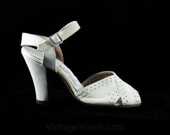 Size 4.5 White Shoes - 1940s Cream Suede Heels with Spectator Styling - Size 4 1/2 Peep Toe Shoes - 3 3/4 Inch Heels - 40s Deadstock - 48223