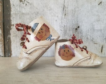 Raggedy Ann & Andy on Vintage Baby Shoes, Primitive Raggedy Ann, Painted Raggedy Ann, Primitive Decor, Country Decor, Nursery Decor