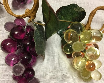 Vintage Set of Seven Grape Cluster Napkin Rings Plastic