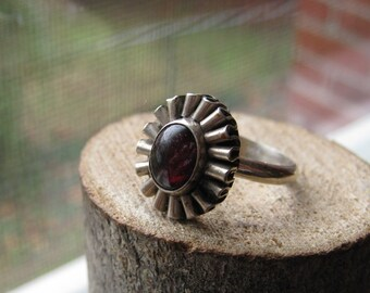 Vintage Southwestern Sterling Silver Ring with Garnet Stone Flower Style Unique Women's Ring Size 7 1/2
