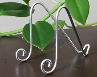 """50 pk Medium SILVER MINI Easel Holders for 6"""" x 4"""" Table Number Holders Photo Card Art Holder Place Card Business Card Promotion Display"""