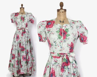 Vintage 40s DRESSING GOWN / 1940s Pretty Floral Cotton Belted Robe Hostess Dress S