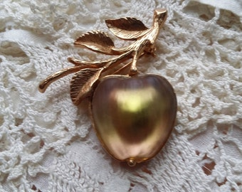 LOVELY Golden Delicious Apple Pin by Sarah Coventry VINTAGE