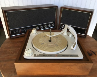 Magnavox Micromatic Turntable w/ AM/FM Stereo Receiver and Speaker - Vintage 3 Piece System in Great Working Condition