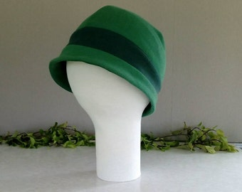 Green close fitting brimmed hat with band - MEDIUM