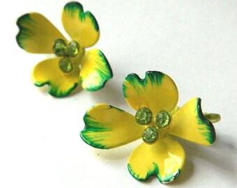 Vintage 1960s Yellow Enameled Flower Power Earrings