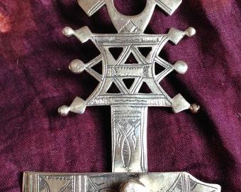 Tuareg Cross Veilweight with Pincer