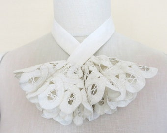 Ivory Battenberg Lace Jabot Linen Tie Tape Lace Circle Ends 577b