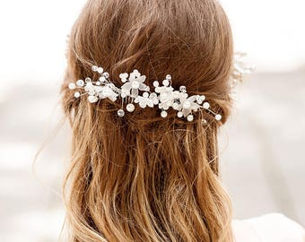 Lace wedding flower hair vine comb. Homemade hair comb for bride. Vintage look hair vine for bride. Boho weddings hair vine. Pearl hair vine