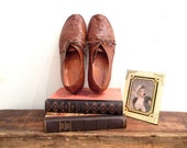 r e s e r v e d // Vintage 1920s Shoes   Handmade Brown Leather 1920s Oxford Flats   size 8