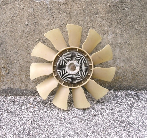 Beige plastic metal motor engine fan blade salvage junk truck for Plastic fan blades for electric motors