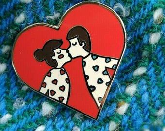 Lapel Pin, Sws Sws, Kiss Kiss Valentines/Love Heart Enamel Pin Badge