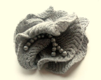 Flower Brooch Romantic rose pigeon gray with Pearl