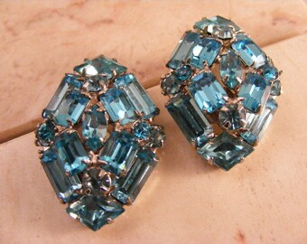Vivid Vintage  Turquoise Rhinestone Clip Earrings.....  Lot 4796