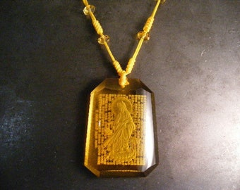 Vintage 209ct Reverse Carved Kwan Yin Golden Citrine Carved Pendant with beaded cord  Necklace ..... Lot 5149