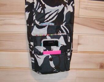 Hand bag, small bag, purse, book bag, accessary bag.