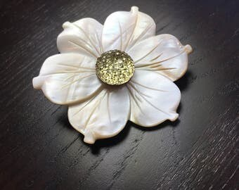 Mother of Pearl Plumeria Hair Tie in Sparkling Cream