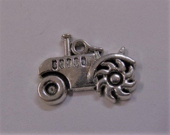 15mm Tractor Charms 5CT. Y39