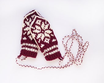 Babymittens // Traditional Norwegian Selbu Mittens in Burgundy and White