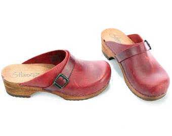 Scandinavian Clogs 80s Leather Wooden Swedish Platform Mules Oiled Waxed Slingback Burgundy Red Sandals Chunky Shoes sz US 7.5  Eur 38 Uk 5