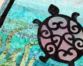 Turtle Quilted Wall Hanging / Art Quilt, Handmade by PingWynny