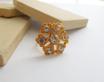 Vintage Signed Vogue Yellow Gold Tone Crystal Rhinestone Flower Ring Size 7 E48