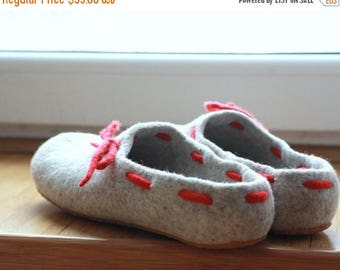 Felted wool women slippers natural beige and red - wool clogs - made to order - Mothers day gift - cozy warm gift for her - wool shoes