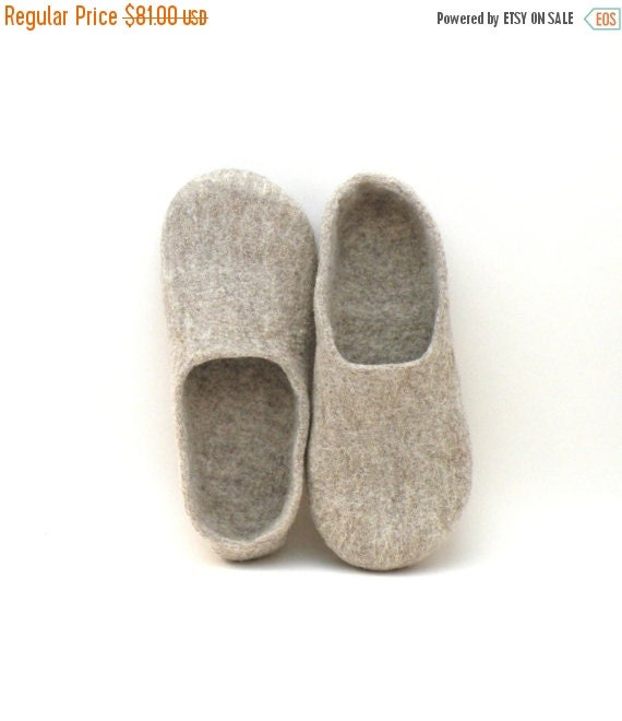 Felted slippers Neutral - natural beige wool clogs - made to order - cozy home shoes - eco friendly - Valentines gift - unisex slippers