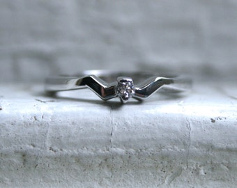 Retro Vintage 14K White Gold Diamond Solitaire Engagement Ring - 0.05ct
