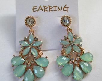 Vintage gold toned blue crystal flower dangling bead peirced earrings used no markings