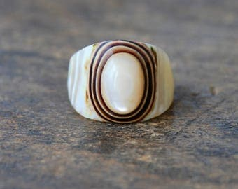 Vintage Shell Dome Ring Chunky Layered Carved Rustic Organic Boho Festival Jewelry Size 7 US 1970's // Vintage Costume Jewelry