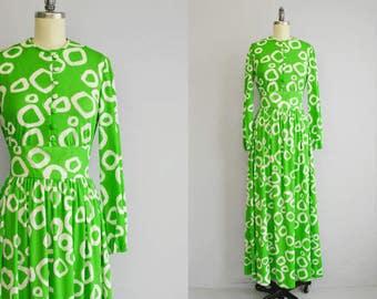 Vintage 70s Maxi Dress / 1970s Mod Graphic Print Hostess Entertaining Dress Grass Green White