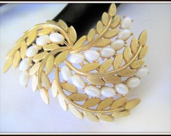 Trifari Brooch -  Vintage Pearl Brushed Gold Wedding Pin