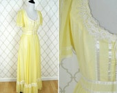 Vintage 1970's Yellow Prairie Dress - Gunne Sax Style Boho Gown - Corset top lace dress - Ladies size Small