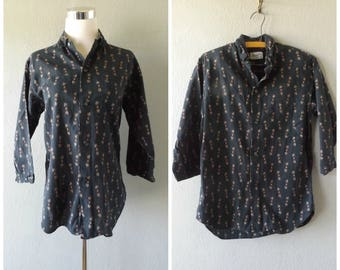 lion crest mens 50s shirt | vintage black red button down oxford top size s/small mid century hipster rockabilly blouses 1950s preppy hippie