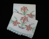 Vintage Embroidered Pillowcases -  Daylilllies - Lily Pillowcases - Embroidered Linens - Glamping - Glamper Decor - Free Shipping - 2HTT17