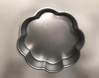 8 inch Wilton Flower shaped Cake pan