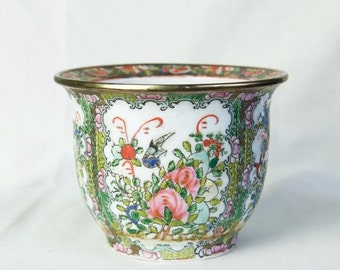 Black Friday SALE... Vintage Chinese planter…Famille Rose planter...small planter...Da Qing...Qing Dynasty style..see hallmark.