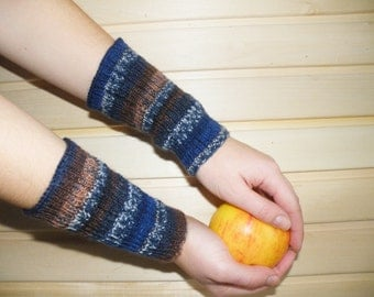 Blue hand knitted merino wool arm warmers. Knitted hand warmers. Knit arm warmer. Winter knitted accessories. Short arm warmers.