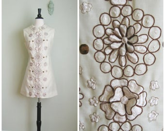 Vintage 1960's Cream Flower Mini Dress// 3D// Size Medium/Large
