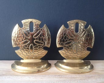 SALE / vintage brass sand dollar bookends