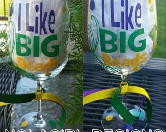 Mardi Gras wine glass, New Orleans, Party Favor,I like BIG BEADS, Bachelorette Party, Mardi gras themed glass, Bachelorette, NOLA, Masks