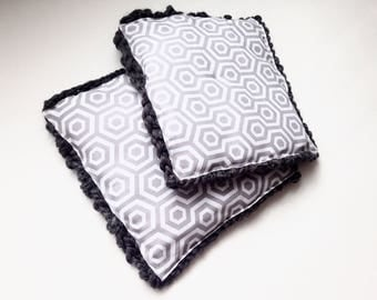 Heat proof-Oven mitts-grey knit-grey&white geometic
