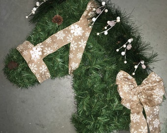 "Beautiful faux pine horse head wreath with natural color snowflake ribbon. Approx. 24""x21""."